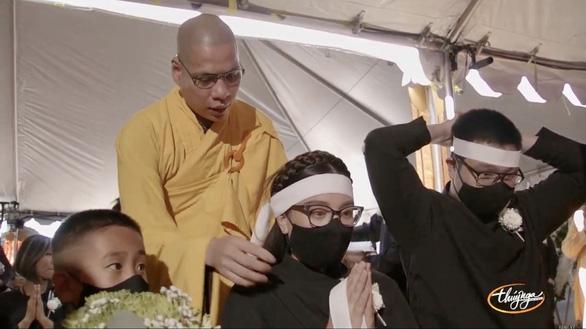 Tang lễ ca sĩ Phi Nhung tại Mỹ: Bên kia thế giới, mong em đừng đau buồn thêm nữa - Ảnh 7.