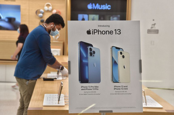 Bloomberg: Thiếu chip toàn cầu, Apple có thể giảm sản lượng iPhone 13 - Ảnh 1.