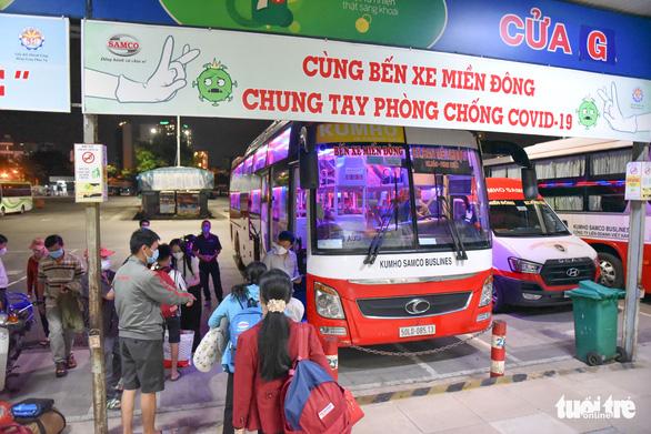 Chuyến xe khách liên tỉnh đầu tiên sau giãn cách đã rời bến xe Miền Đông - Ảnh 3.