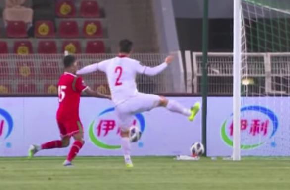 Tuyển Việt Nam nhận đến 7 quả phạt đền: Thói quen tai hại từ V-League - Ảnh 1.