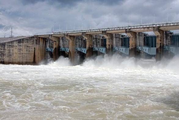 Mực nước vượt báo động 3, Thủy điện Trị An tiếp tục tăng xả nước - Ảnh 1.