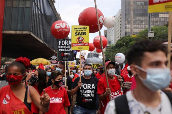 Tổng thống Brazil nói tiêm vắc xin với ông là vô nghĩa, mặc các chỉ trích - Ảnh 2.