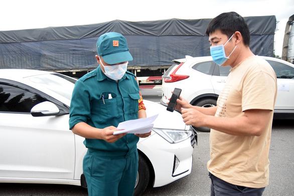Đồng Nai cho người lao động đi ô tô cá nhân qua lại TP.HCM - Ảnh 1.
