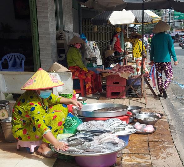 Cần Thơ: Tiểu thương mong sớm mở lại chợ truyền thống sau hơn 3 tháng đóng cửa - Ảnh 1.
