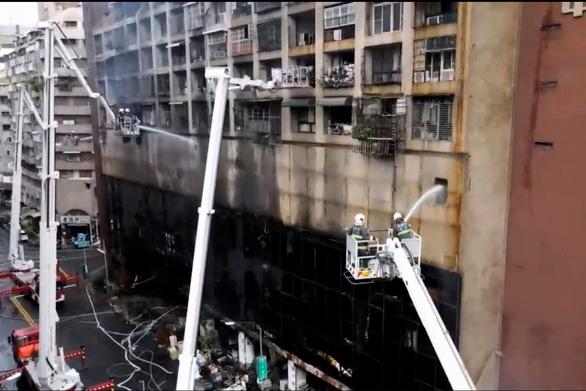 Chung cư 13 tầng ở Đài Loan chìm trong biển lửa: ít nhất 46 người chết - Ảnh 5.