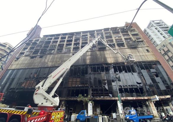Chung cư 13 tầng ở Đài Loan chìm trong biển lửa: ít nhất 46 người chết - Ảnh 4.