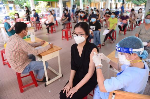 TP.HCM còn 2,5 triệu liều vắc xin đủ tiêm mũi 2 cho người trên 18 tuổi - Ảnh 1.