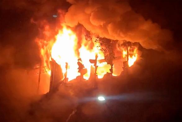 Chung cư 13 tầng ở Đài Loan chìm trong biển lửa: ít nhất 46 người chết - Ảnh 3.