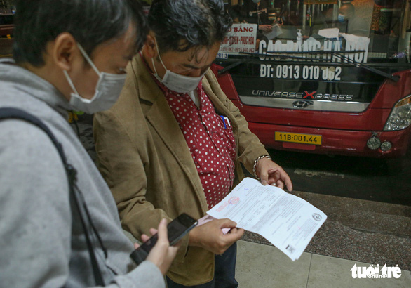 Chuyến xe khách liên tỉnh đầu tiên vượt mưa rời Hà Nội - Ảnh 2.