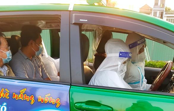 TP.HCM duy trì biệt đội taxi cấp cứu đến hết năm 2021 - Ảnh 1.