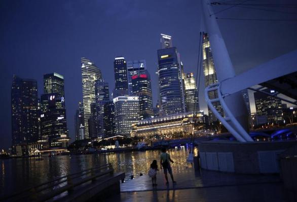 Các hãng điện Singapore có nguy cơ đóng cửa vì khủng hoảng năng lượng - Ảnh 1.