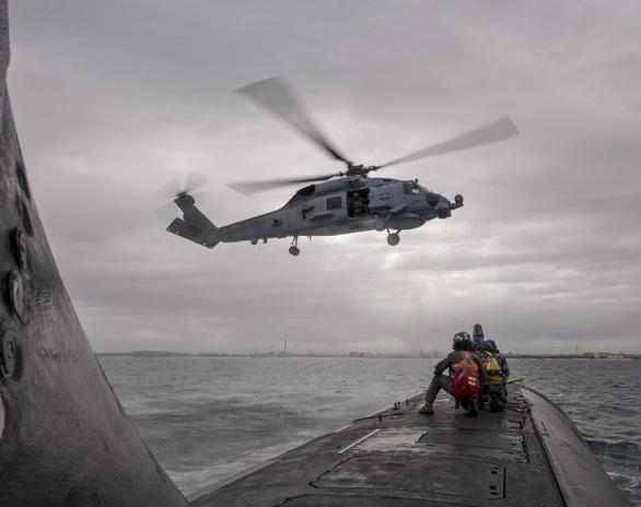Trực thăng săn ngầm của Úc rơi xuống biển Philippines - Ảnh 1.