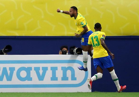 Neymar tỏa sáng giúp Brazil nhấn chìm Uruguay - Ảnh 1.