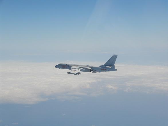 Đúng ngày Quốc khánh, Trung Quốc điều 38 máy bay răn đe Đài Loan - Ảnh 1.