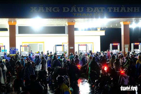 Cảnh sát dẫn đường gần 8.000 người từ Đồng Nai, Bình Dương đi xuyên đêm về Tây Nguyên - Ảnh 5.