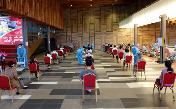 Ngày đầu nới lỏng giãn cách, nhân viên và cư dân Phú Mỹ Hưng tích cực tham gia hiến máu cứu người - Ảnh 1.