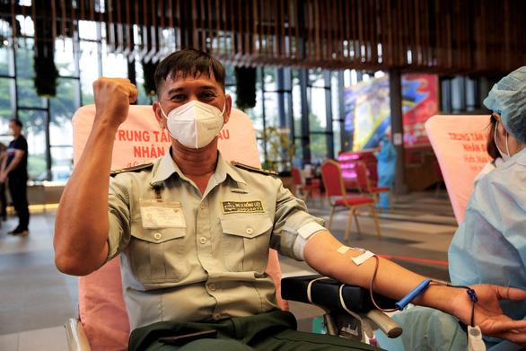 Ngày đầu nới lỏng giãn cách, nhân viên và cư dân Phú Mỹ Hưng tích cực tham gia hiến máu cứu người - Ảnh 3.