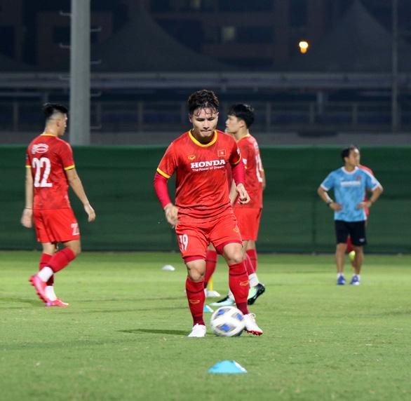 Tuyển Việt Nam tập buổi đầu tiên tại UAE chờ đấu Trung Quốc - Ảnh 4.