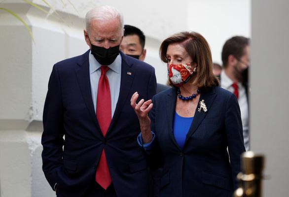 Nội bộ chia rẽ, Đảng Dân chủ Mỹ lùi thời hạn bỏ phiếu gói chi tiêu nghìn tỉ USD - Ảnh 1.