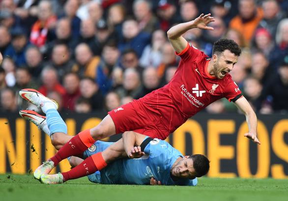 Liverpool và Man City tạo ra trận hòa điên rồ tại Anfield - Ảnh 1.