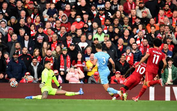 Liverpool và Man City tạo ra trận hòa điên rồ tại Anfield - Ảnh 2.