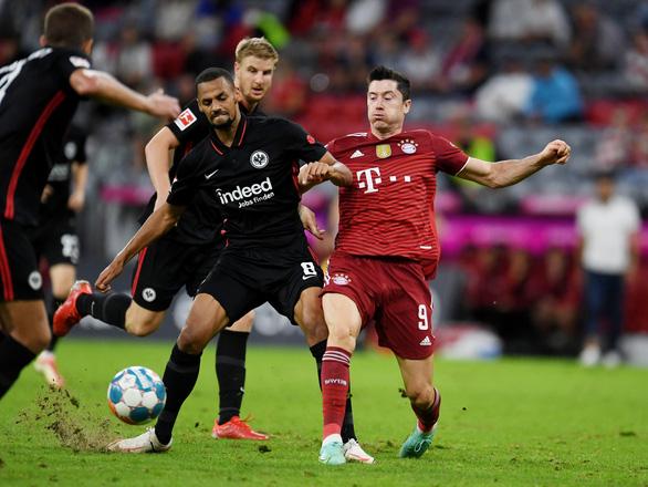 Lewandowski tịt ngòi, Bayern bất ngờ thua ngược Frankfurt - Ảnh 1.