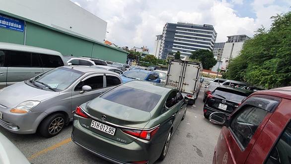 29.000 ôtô chưa đăng kiểm do giãn cách: Lùi ngày xử phạt cho dân nhờ - Ảnh 1.