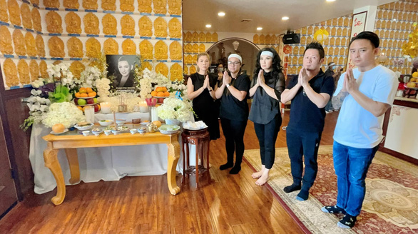 Nghệ sĩ hải ngoại chia buồn cùng gia đình Phi Nhung trong cúng thất đầu tiên tại Mỹ - Ảnh 1.