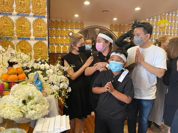 Nghệ sĩ hải ngoại chia buồn cùng gia đình Phi Nhung trong cúng thất đầu tiên tại Mỹ - Ảnh 2.