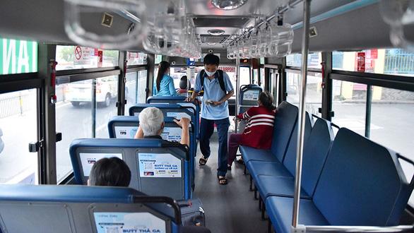 4 tuyến xe buýt ở huyện Cần Giờ, TP.HCM hoạt động lại từ ngày 5-10 - Ảnh 1.
