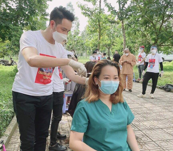 Nguyễn Phi Hùng: Lạc quan là liều vắc xin tốt nhất - Ảnh 1.
