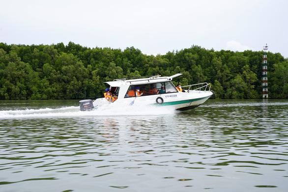 Saigontourist tặng bảo hiểm COVID cho du khách - Ảnh 2.