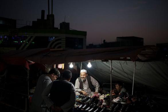 Kabul đối mặt tình trạng mất điện do Taliban không có tiền trả - Ảnh 1.
