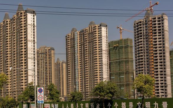 Nhìn hàng loạt khối nhà bỏ hoang ở Trung Quốc để hiểu khủng hoảng Evergrande - Ảnh 1.