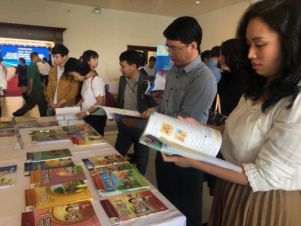 Bộ Giáo dục và đào tạo tiếp tục thẩm định sách giáo khoa lớp 3, lớp 7 và lớp 10 - Ảnh 1.