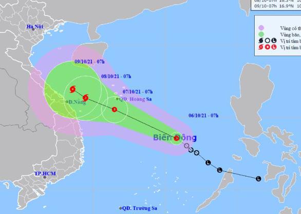 Áp thấp nhiệt đới chưa vào bờ nhưng các tỉnh miền Trung mưa rất to, có nơi 600mm - Ảnh 2.