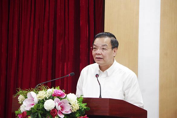 Chủ tịch Hà Nội nói gì trước đề xuất mở lại hàng không và cho học sinh đến trường? - Ảnh 1.