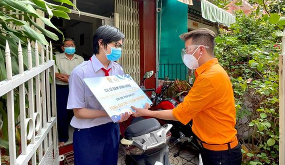 Hồ Ngọc Hà, Khả Như cùng hơn 1.000 người nổi tiếng lan tỏa năng lượng tích cực cho thành phố - Ảnh 2.