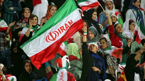 Iran cho phép phụ nữ vào sân xem trận gặp Hàn Quốc ở Vòng loại World Cup - Ảnh 1.