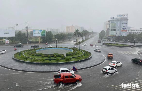 Áp thấp nhiệt đới chưa vào bờ nhưng các tỉnh miền Trung mưa rất to, có nơi 600mm - Ảnh 3.