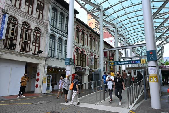 Chính quyền Singapore lo lắng vì dân đi tiêm chui, chọn vắc xin Trung Quốc - Ảnh 1.