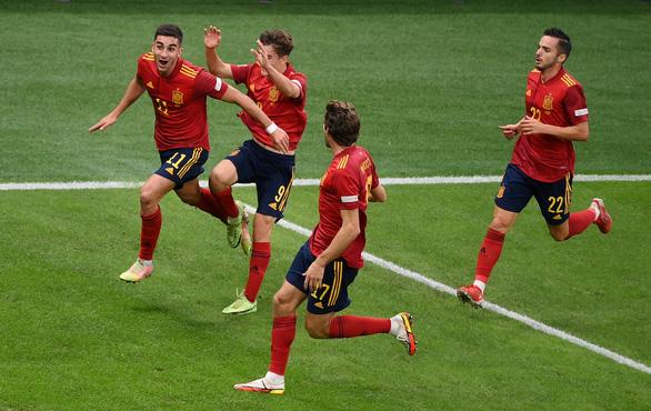 Đá bại nhà vô địch châu Âu Ý, Tây Ban Nha vào chung kết UEFA Nations League - Ảnh 1.