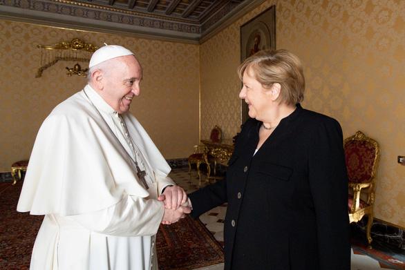 Thủ tướng Merkel thăm Giáo hoàng Francis trước khi mãn nhiệm - Ảnh 1.