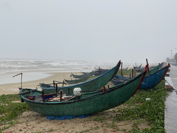 Quảng Nam: Miền núi yêu cầu sơ tán dân, suối bắt đầu chảy xiết - Ảnh 8.