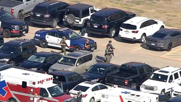 Bắt giữ nghi phạm xả súng ở trường trung học Mỹ - Ảnh 1.