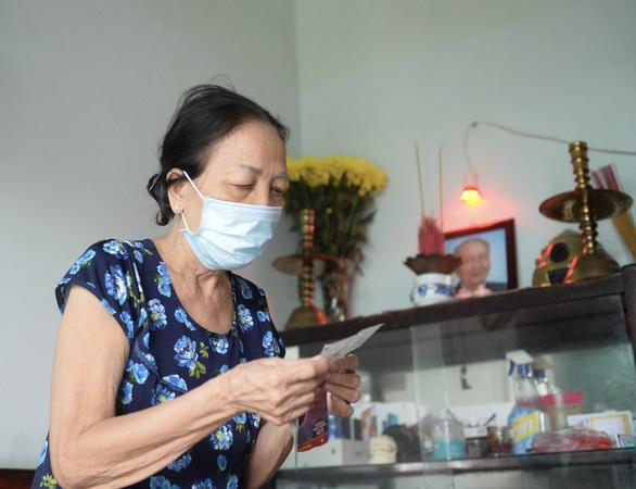 Những người hùng thầm lặng hy sinh vì chống dịch: Giúp bà con, tuổi 70 đâu ngại gian nguy - Ảnh 1.