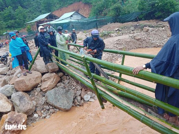 Quảng Nam: Miền núi yêu cầu sơ tán dân, suối bắt đầu chảy xiết - Ảnh 5.