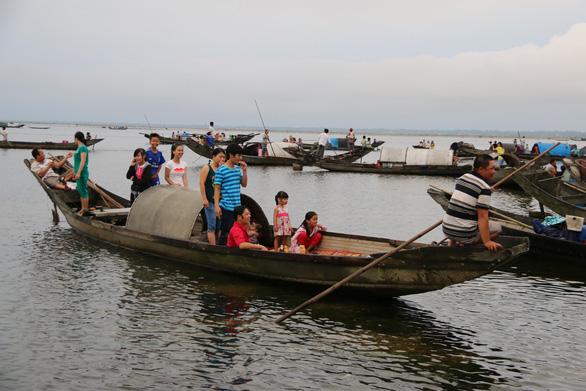 Sợ truông Nhà Hồ sợ phá Tam Giang - Kỳ 6: Những tập tục ngược đời của dân sóng nước - Ảnh 3.