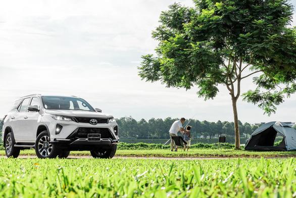 Bán ra hơn một năm, vì sao Toyota Fortuner Legender vẫn hút khách? - Ảnh 2.