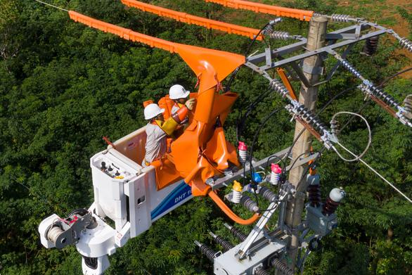 Năm 2021, Quảng Nam giảm hơn 33 % thời gian mất điện của khách hàng so với 2020 - Ảnh 2.